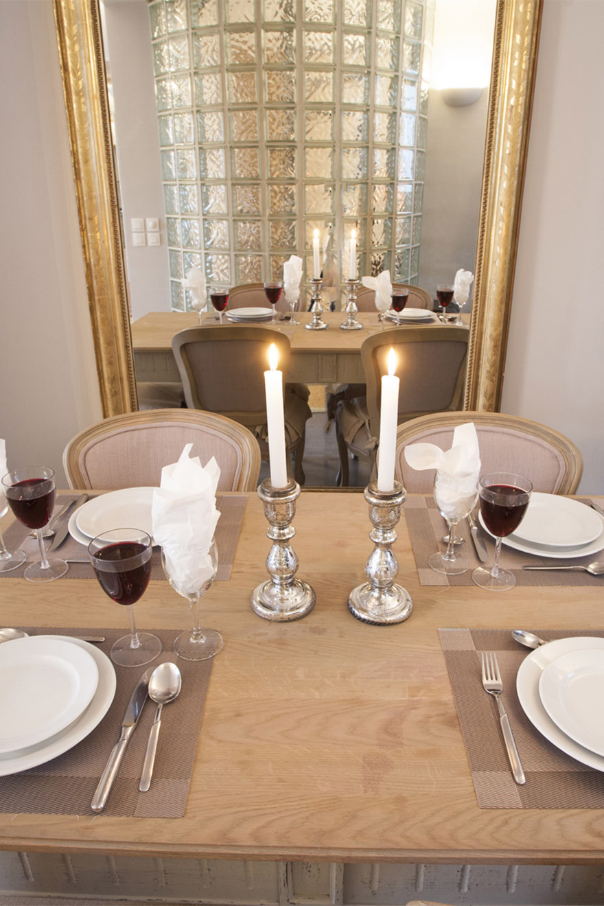 Romantic table setting in the Bordeaux vacation rental offered by Paris Perfect