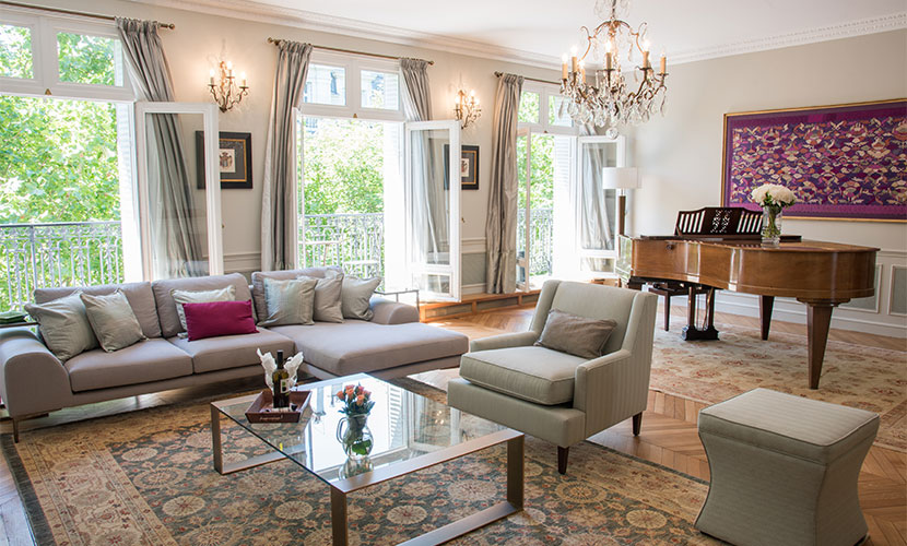Luxury 3 bedroom apartment with eiffel view balcony wifi for Apartment in the eiffel tower