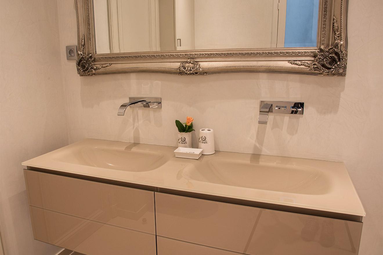 Dual Glass sinks in En Suite Bathroom