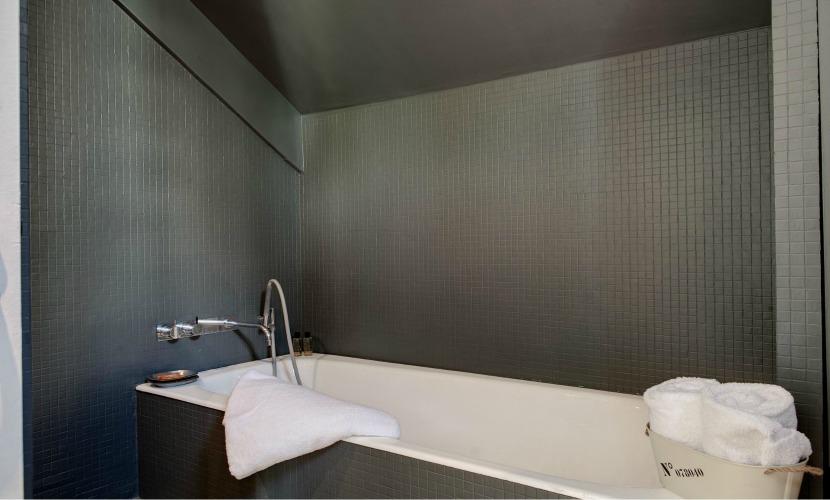 En Suite Bathroom Paris Apartment