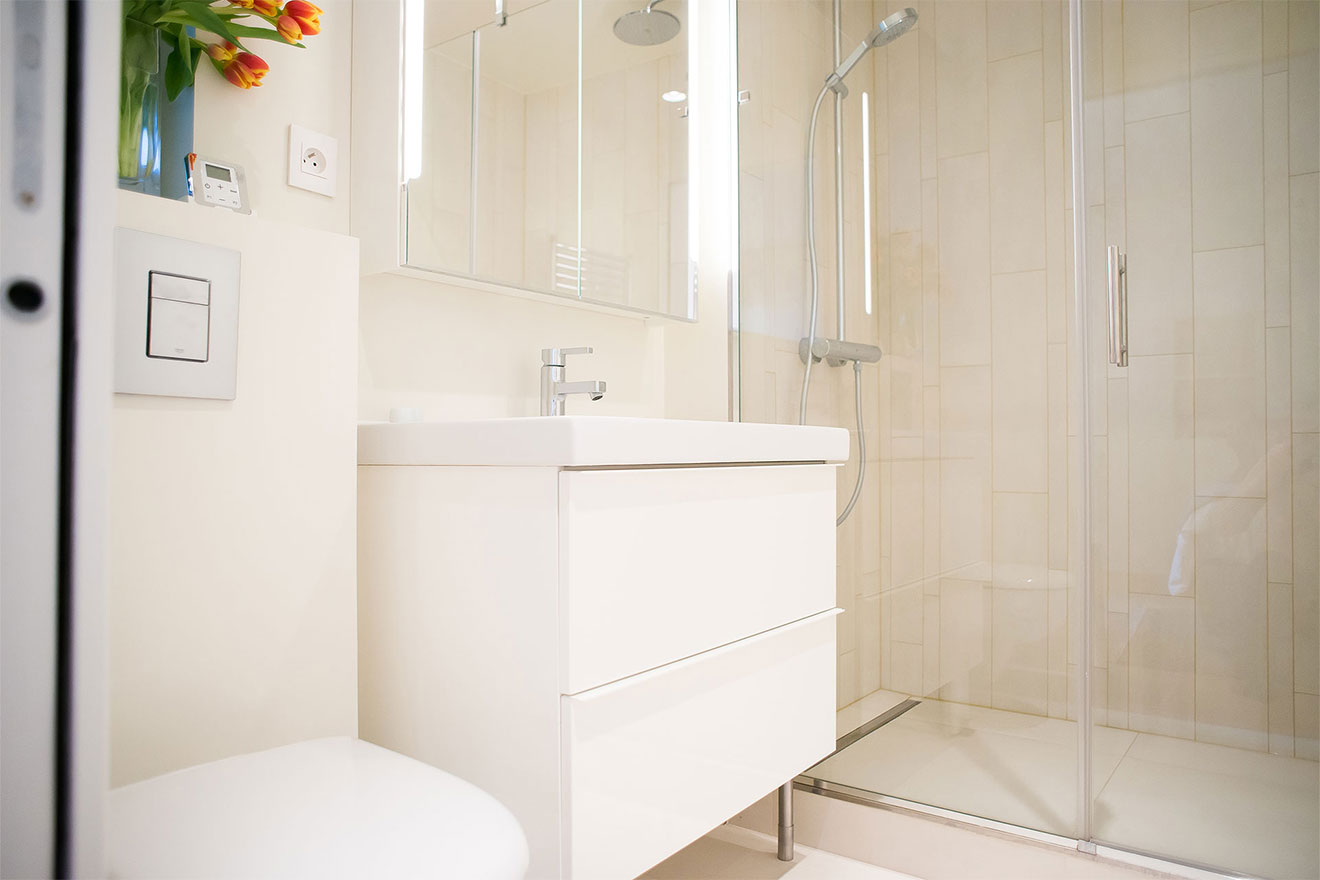 Fully renovated en suite bathroom at the Saint-Bris Paris Perfect vacation rental