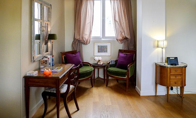 Desk Paris Apartment