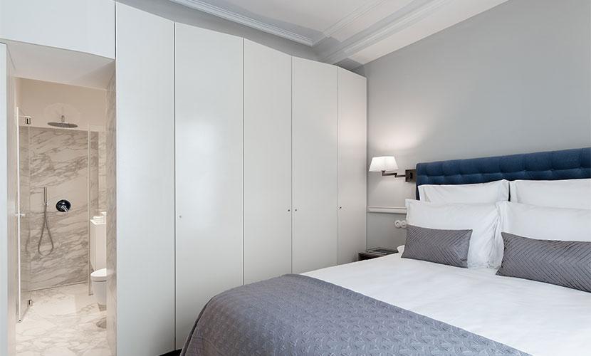 Bedroom En Suite Bathroom: One Bedroom Apartment Rental In The 6th Arrondissement