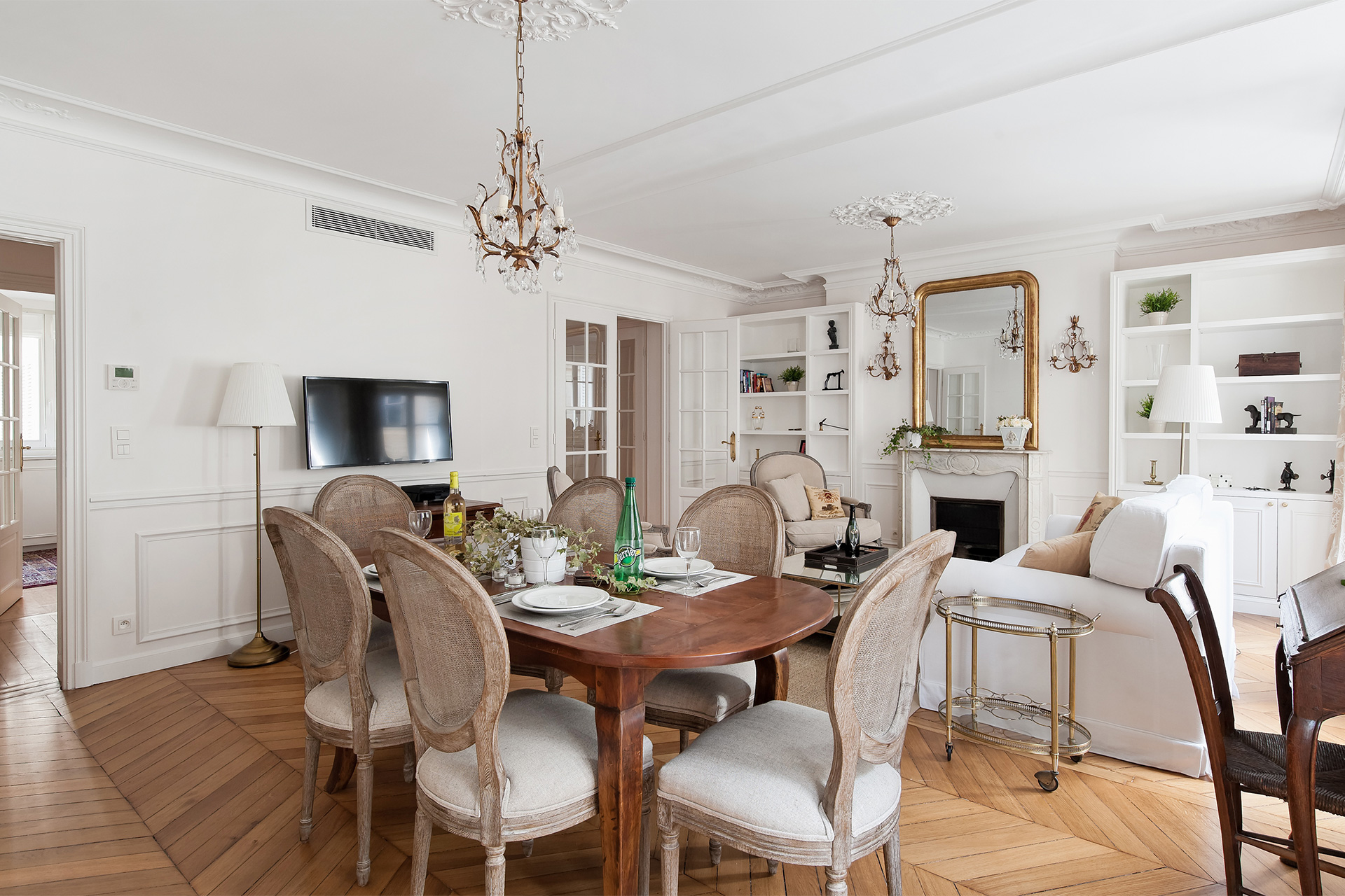 Living and dining areas are flooded with natural sunlight in the Montagny vacation rental