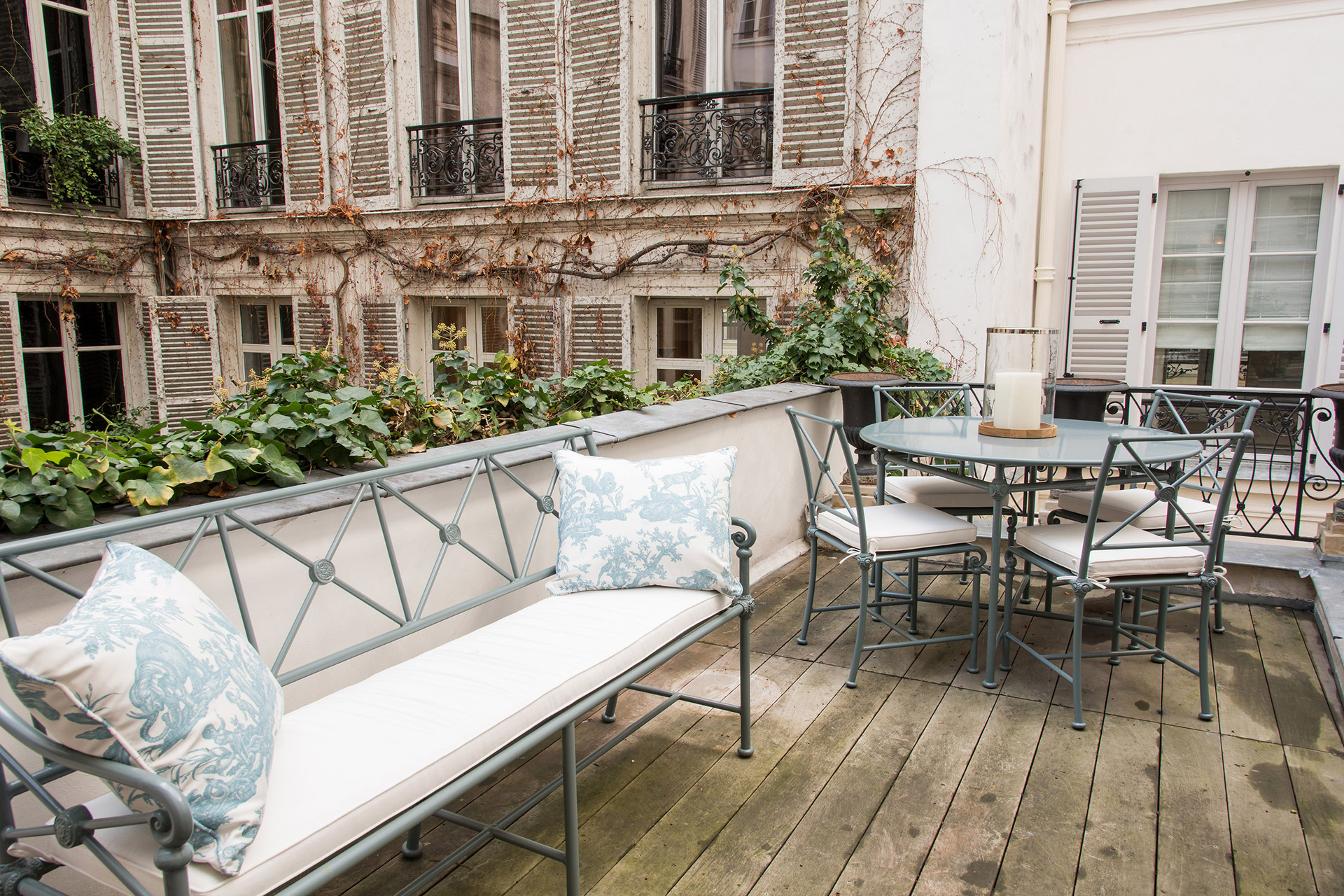 Beautifil outdoor space to enjoy your morning nespresso