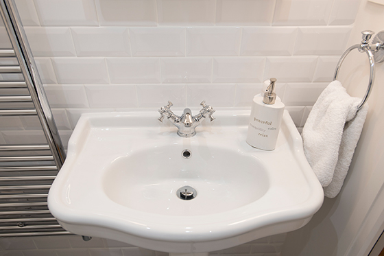 Classic style sink in the second bathroom of the Monthelie vacation rental offered by Paris Perfect