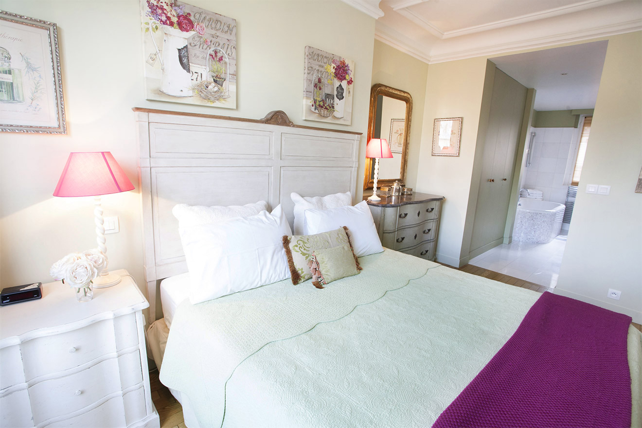 Bedroom 1 in the Bordeaux vacation rental by Paris Perfect