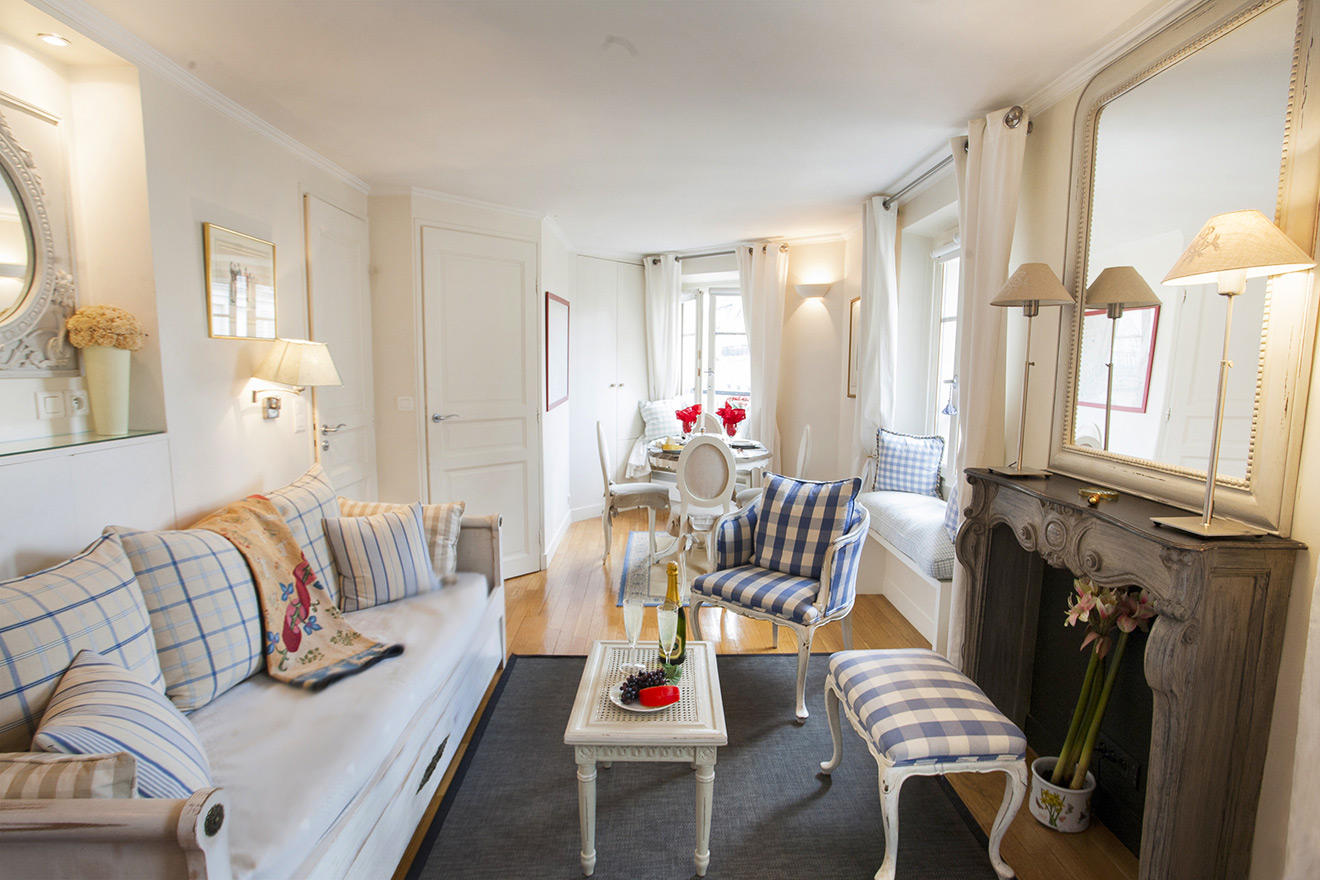 Pomerol Apartment in Paris