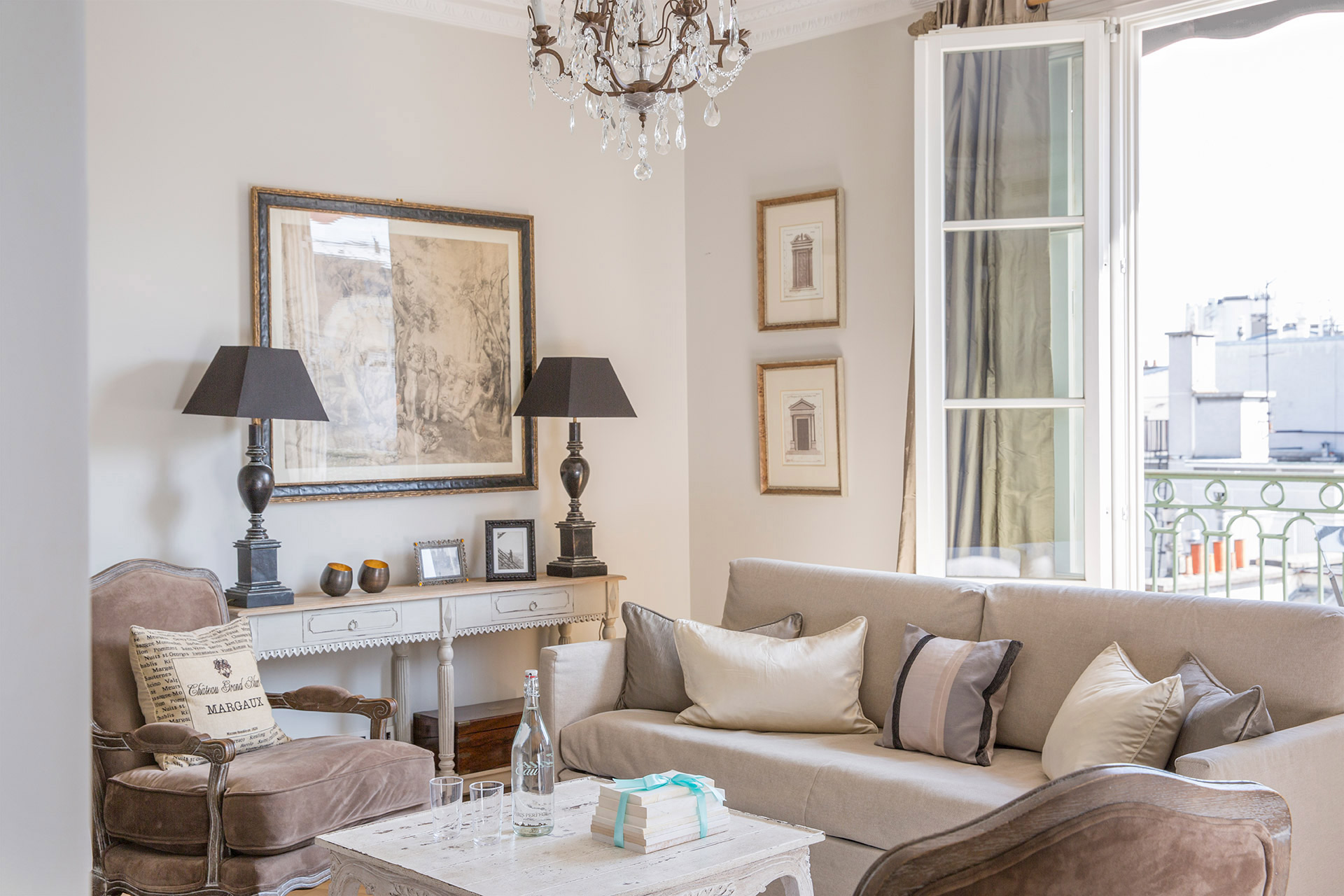Comfortable seating area of the Margaux vacation rental offered by Paris Perfect