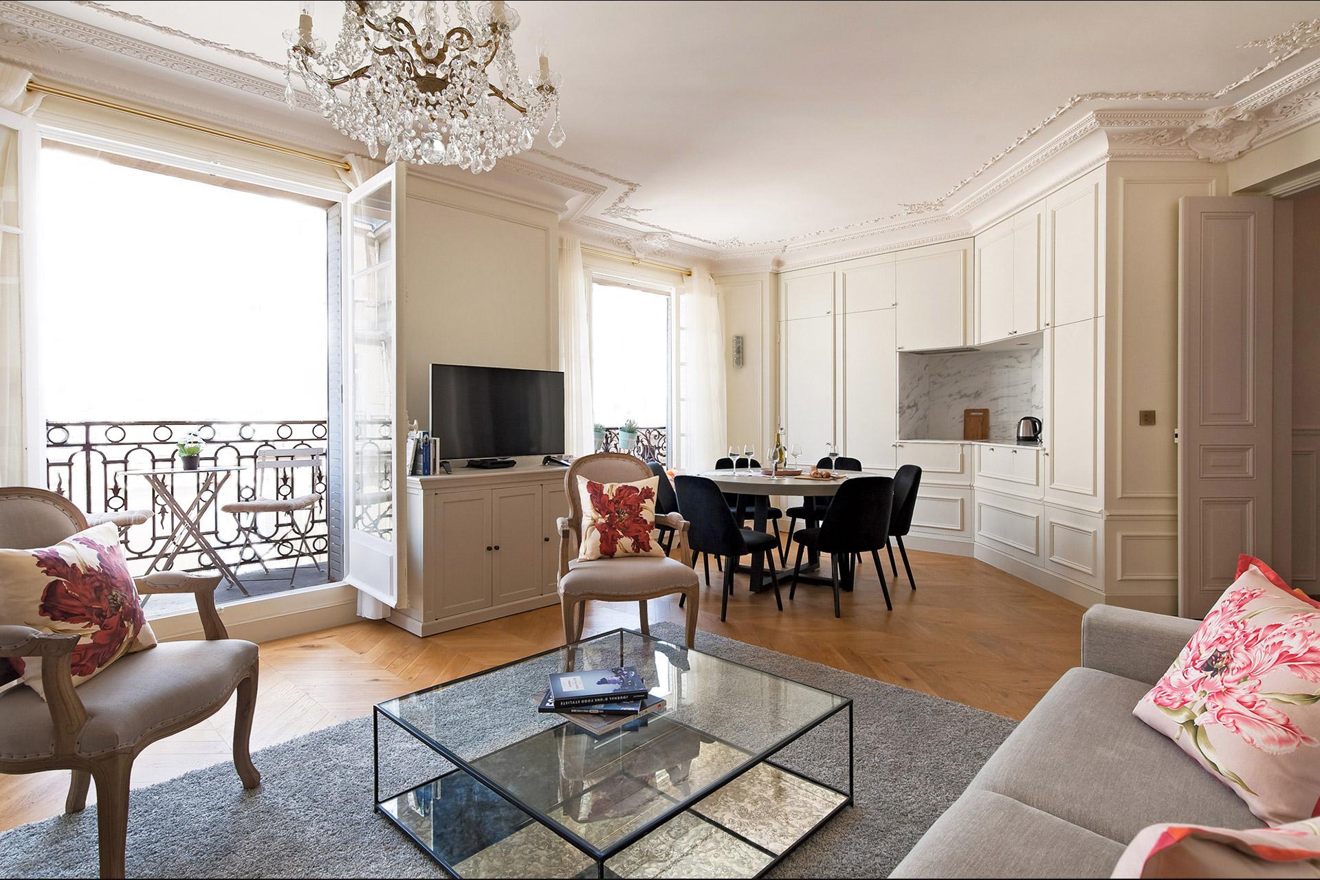 Aloxe living room