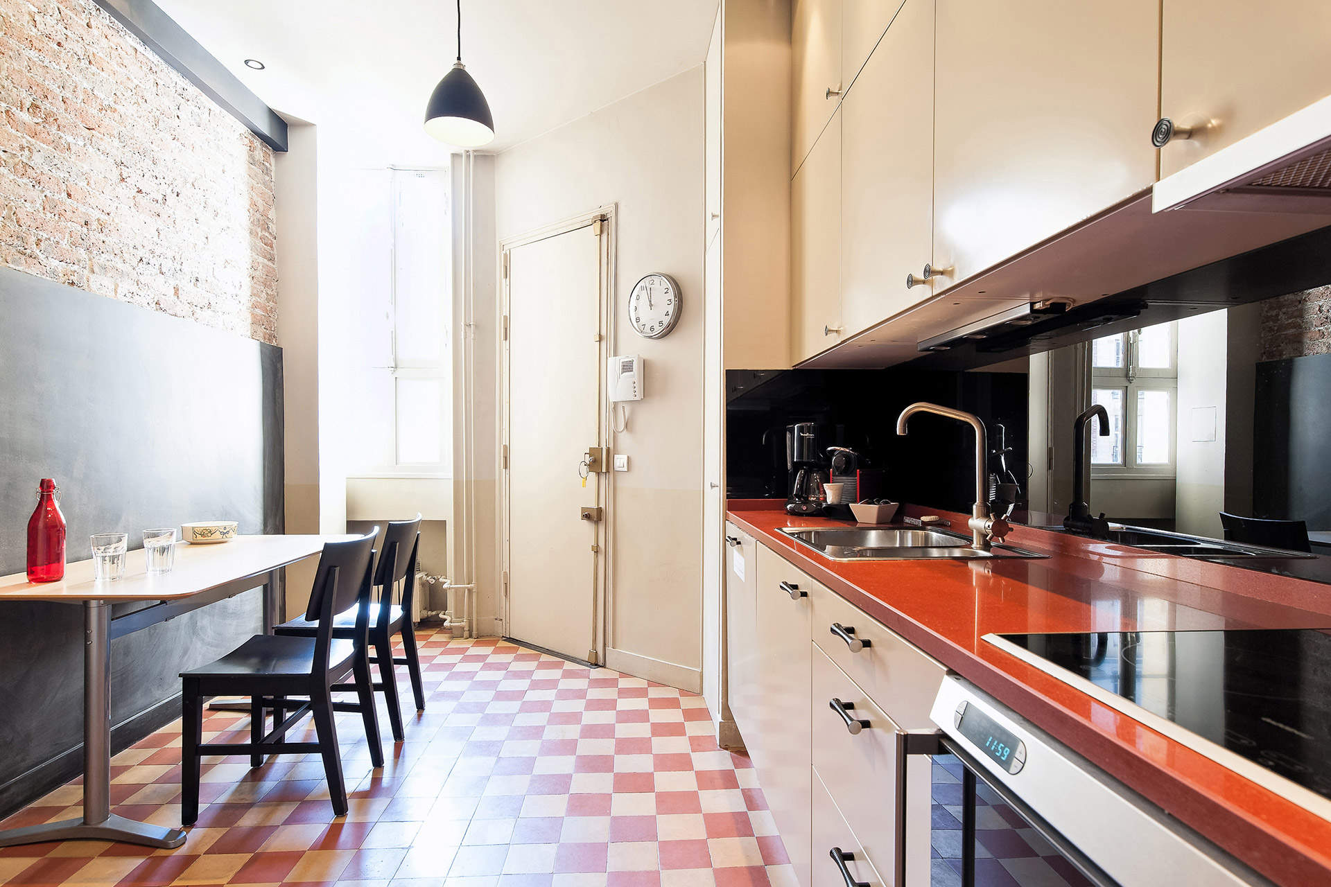 The eat-in kitchen is perfect for families at the Mâcon vacation rental offered by Paris Perfect