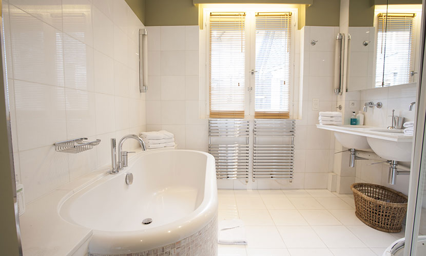 Master Bathroom of the Bordeaux flat for rent in Paris