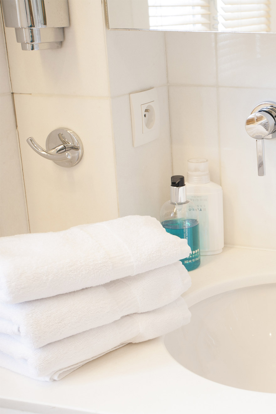 Fluffy white towels in the Bordeaux vacation rental offered by Paris Perfect