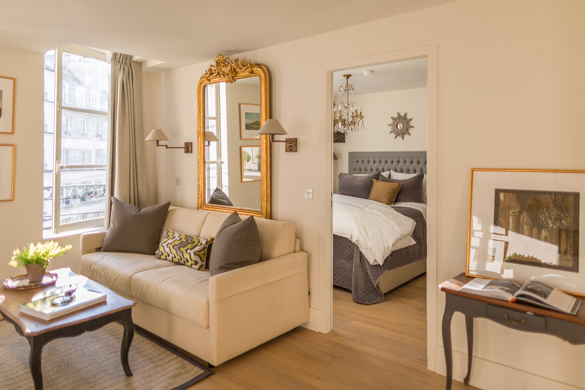 Entance to the bedroom and en suite bathroom of the Loupiac vacation rental offered by Paris Perfect