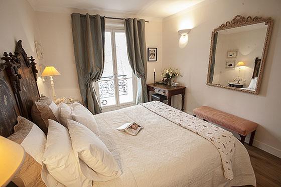 Romantic Bedroom - Volnay Apartment near Eiffel Tower
