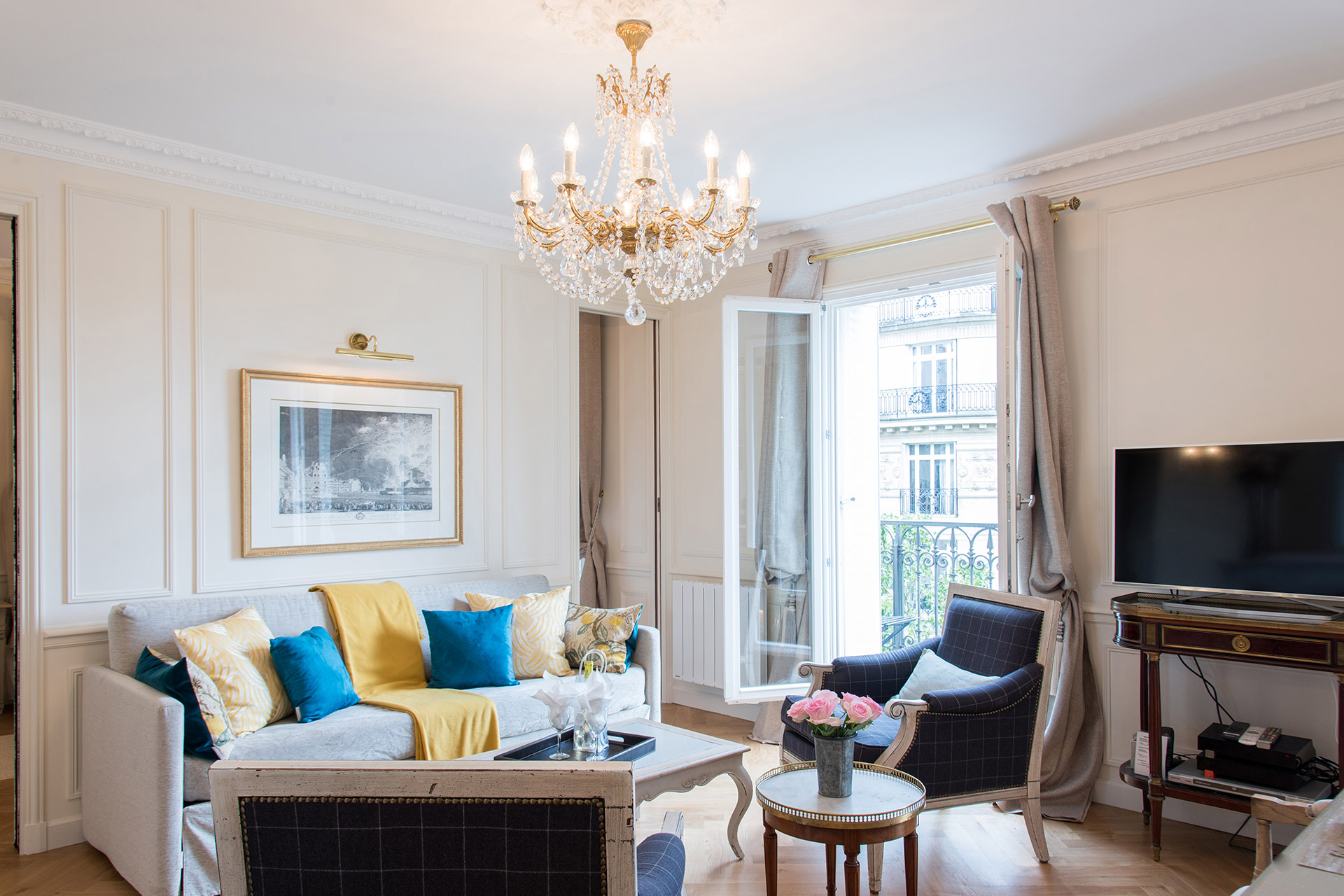 Comfortable living room of the Merlot vacation rental offered by Paris Perfect
