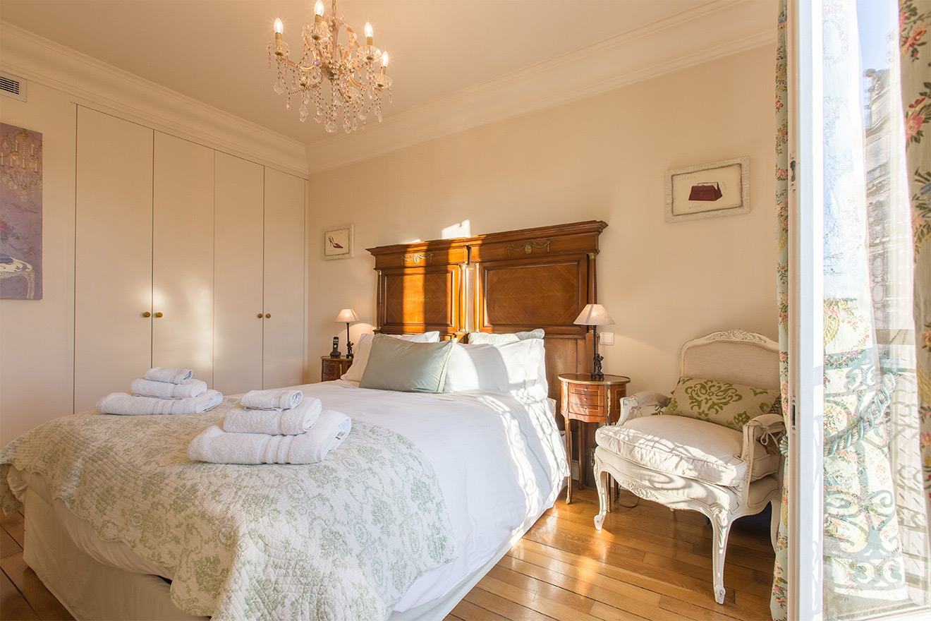 Lots of storage in the first bedroom of the Saint Amour vacation rental offered by Paris Perfect