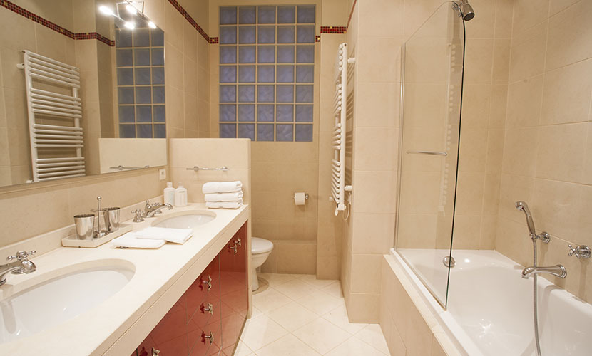 Second bathroom right next to the second bedroom in the Chateauneuf vacation rental offered by Paris Perfect