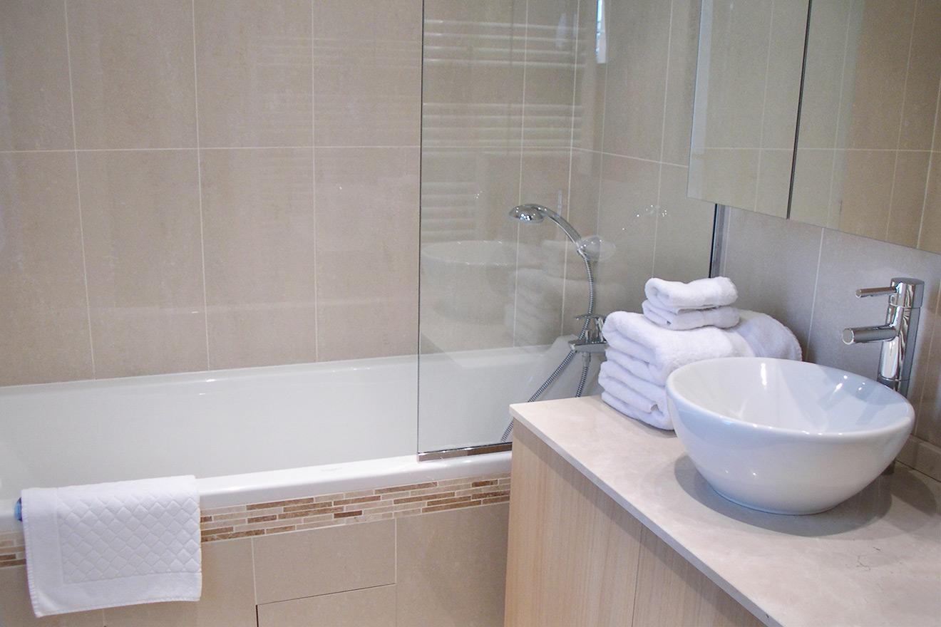 Bathroom - Rent Apartment in Paris