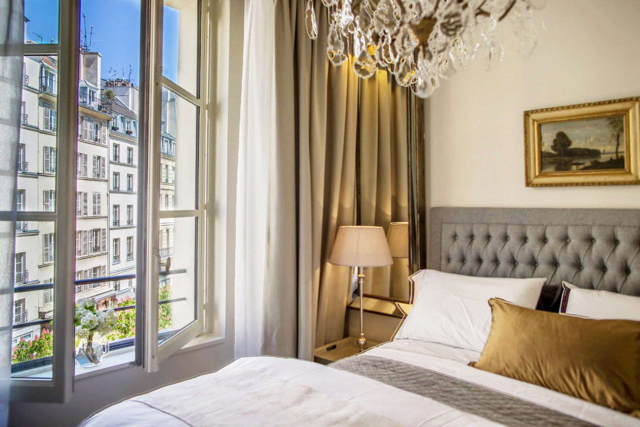 Apartment overlooks Place Dauphine in Paris
