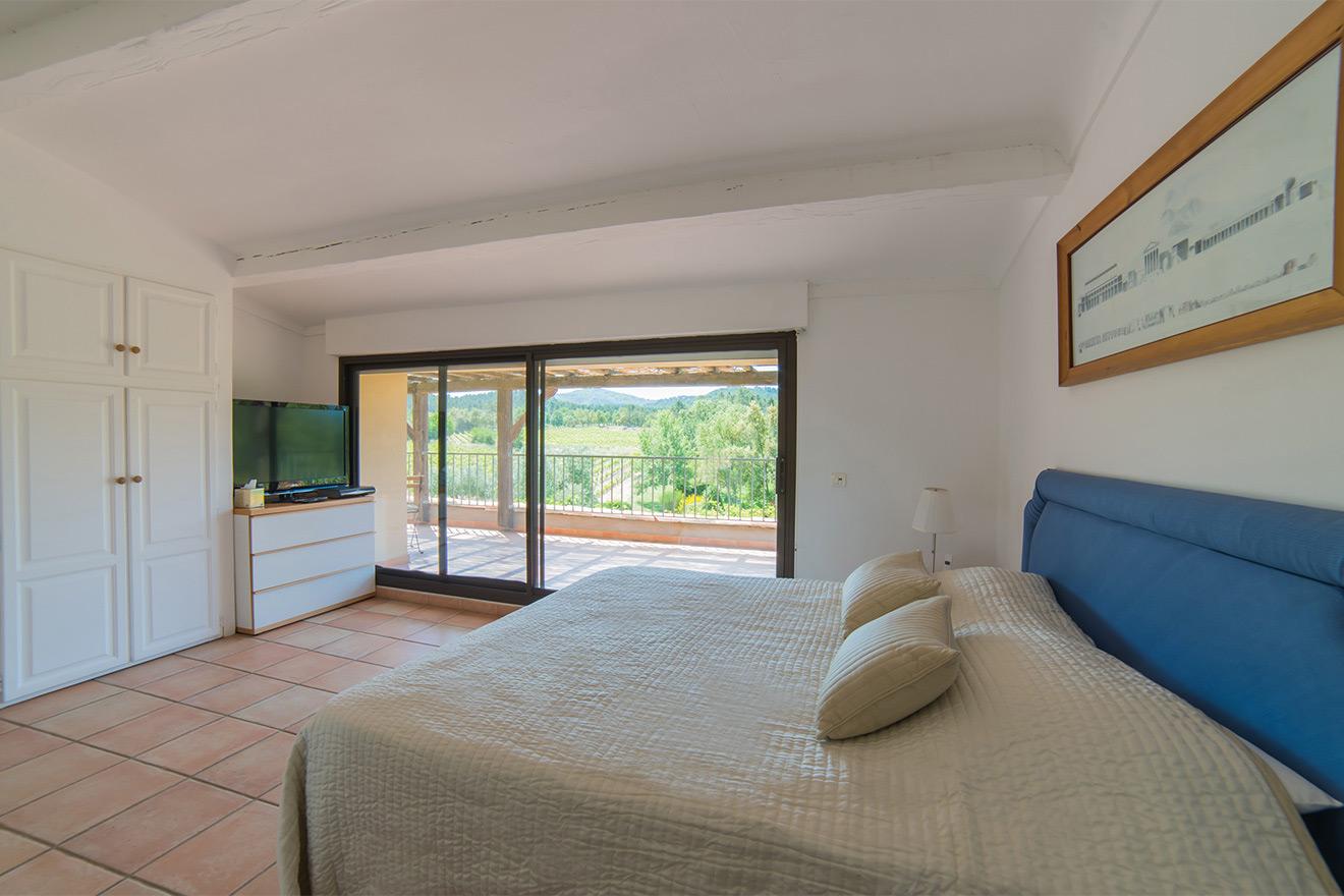 Le Mas Villa bedroom