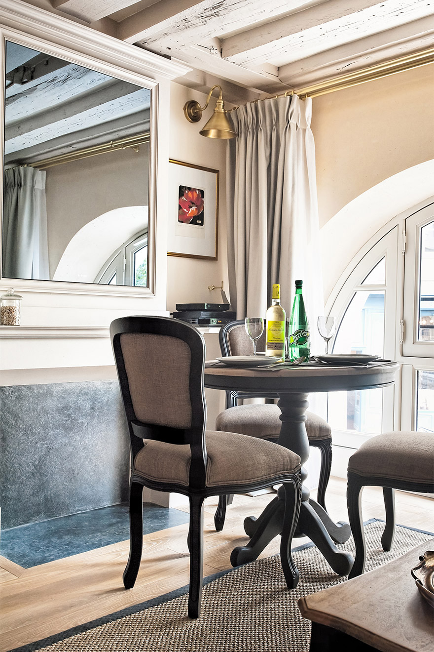 Romantic dining overlooking Place Dauphine in the Anjou vacation rental offered by Paris Perfect