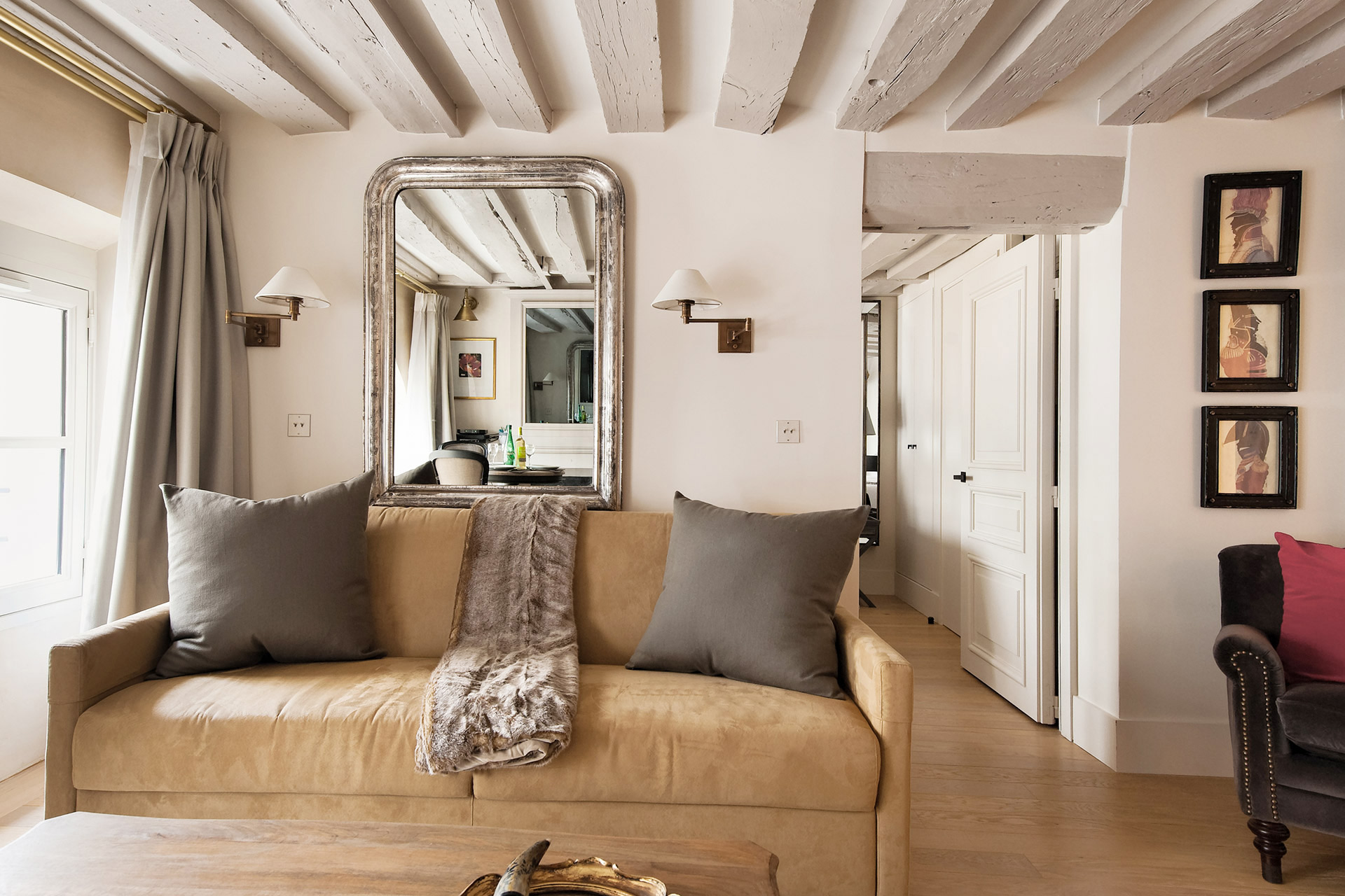 Furnishing is both simplistic and glamorous in the Anjou vacation rental offered by Paris Perfect