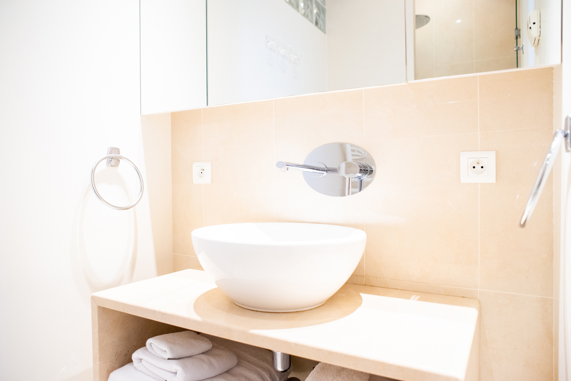 Modern ensuite bathroom in the Corent apartment by Paris Perfect
