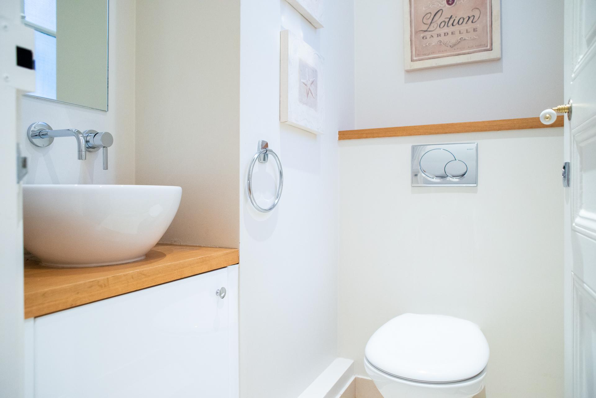 Half-bath in the Corent apartment by Paris Perfect