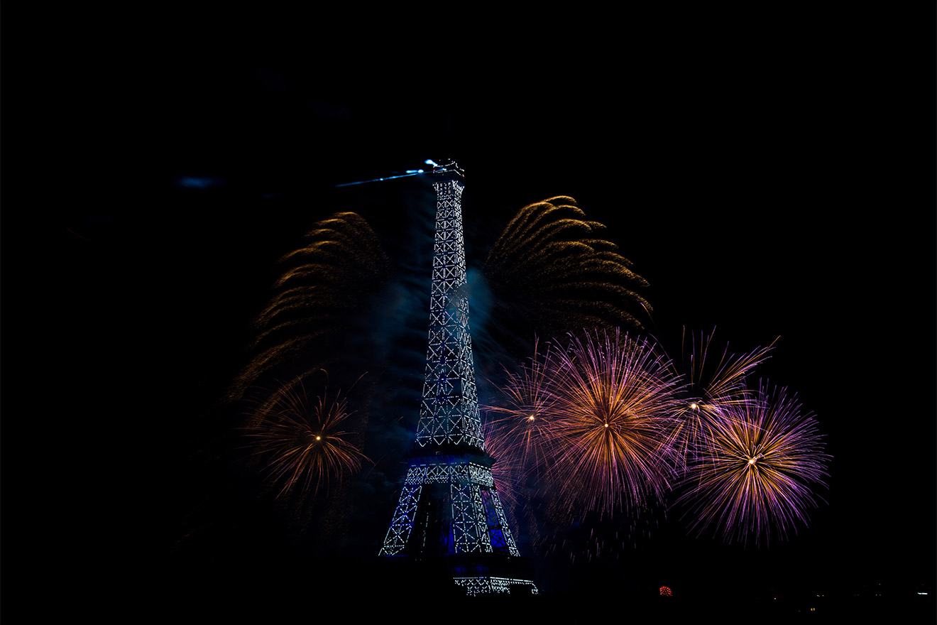 World class view of the Bastille day fireworks at the Margaux vacation rental offered by Paris Perfect