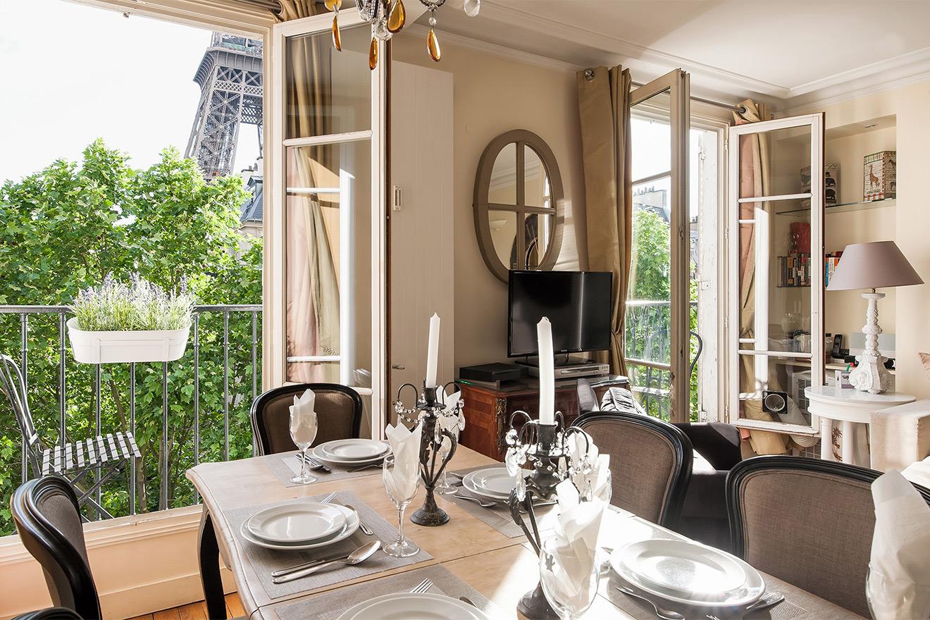 Bergerac dining table