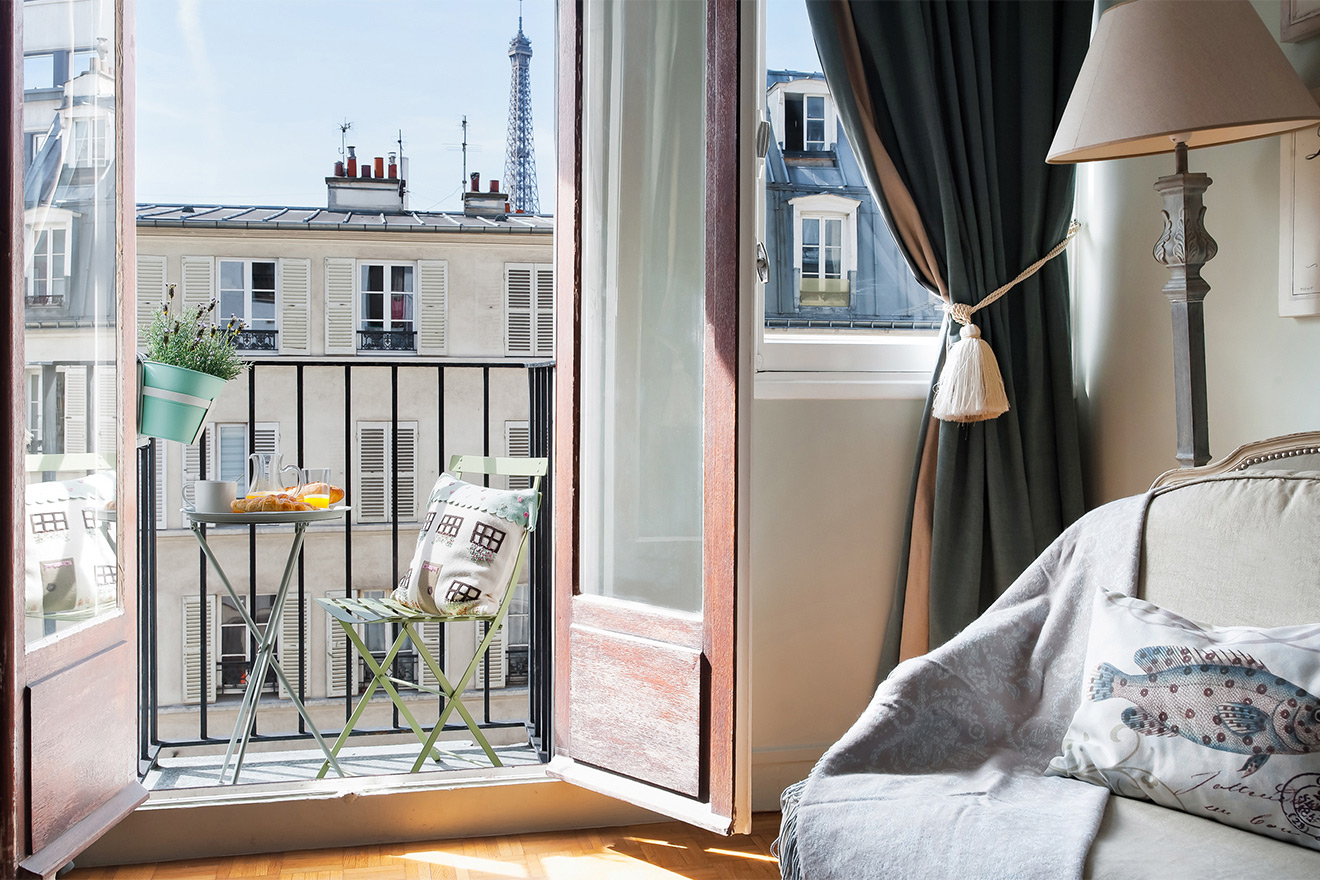 Balcony with an Eiffel Tower view