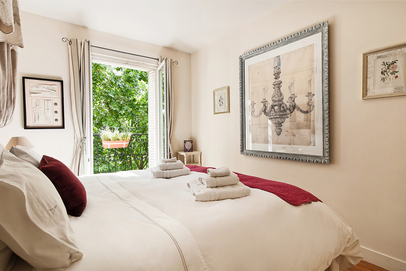 Elegant decor in the bedroom of the Champagne vacation rental offered by Paris Perfect