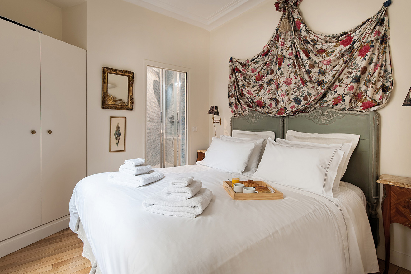 Queen Bed in Paris Apartment
