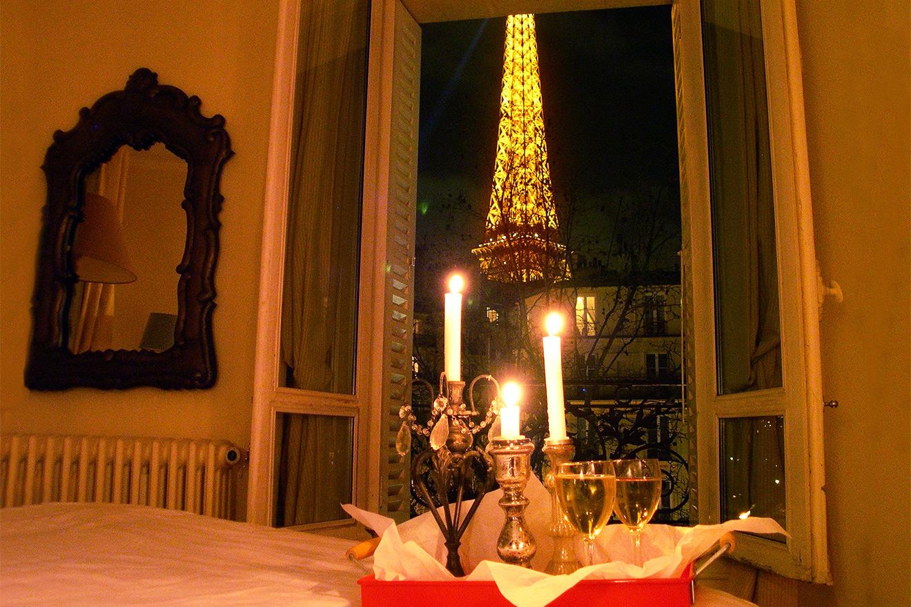 Most romantic bedroom in Paris!