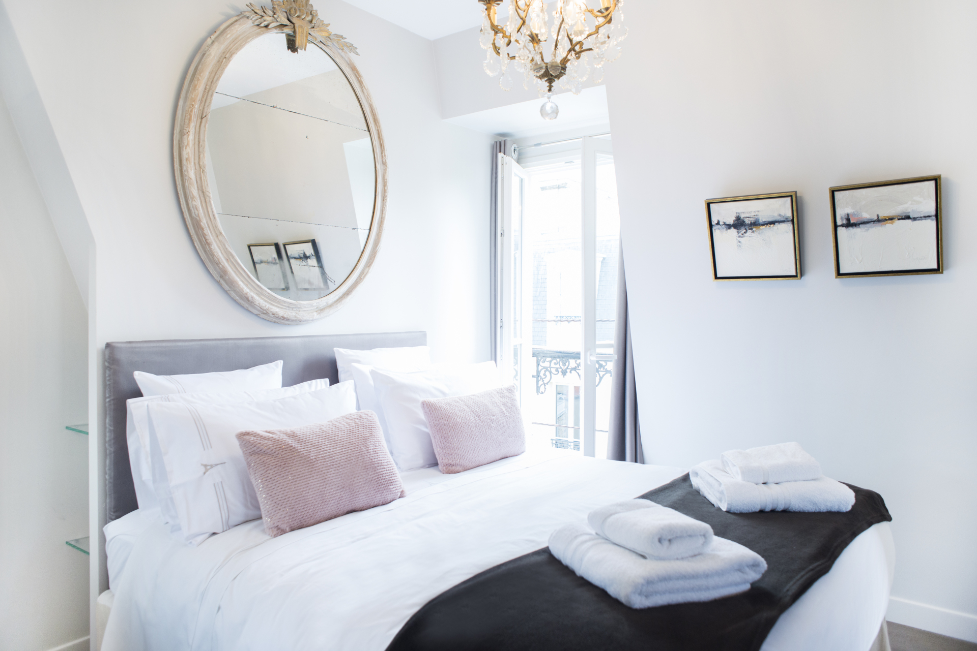 Start your day with a glimpse over the rooftops of Paris in the Cremant Paris rental