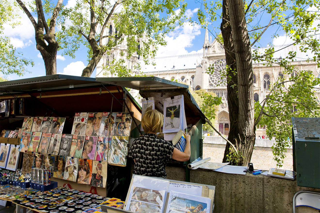 Search for literary treasures along the banks of the Seine