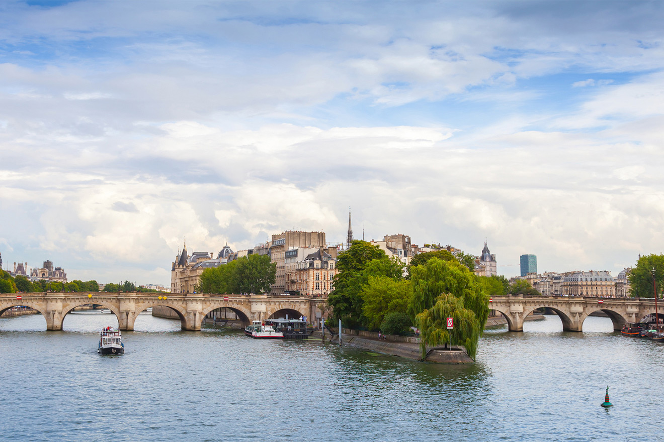 Beautiful Ile de la Cité island in the middle of the Seine