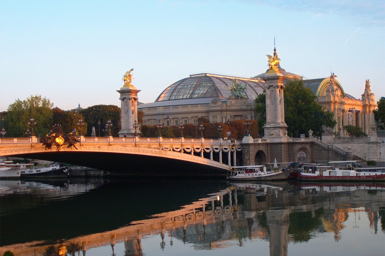 Stroll along the Seine River and discover the beauty of Paris!