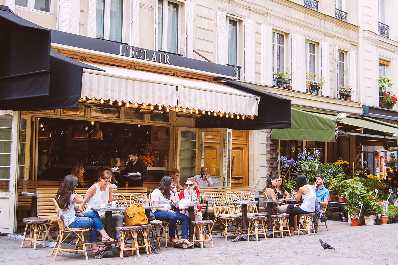 Dine out at one of the many sidewalk cafés or restaurants
