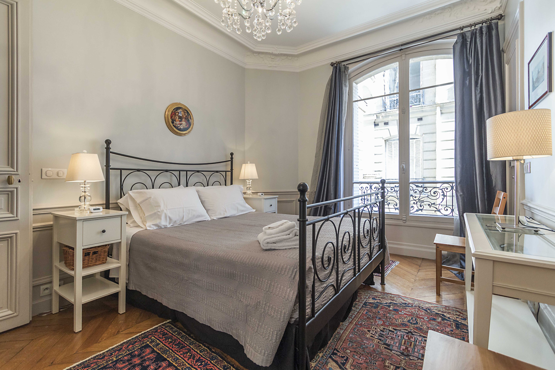 Wonderful bedroom space to rest in the Roannaise vacation rental by Paris Perfect