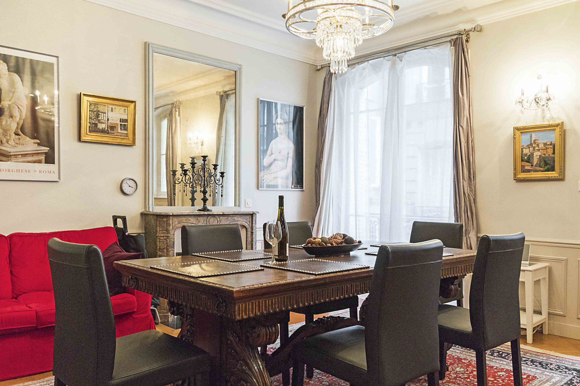 Beautiful living space perfect for small groups in the Roannaise Paris Perfect vacation rental