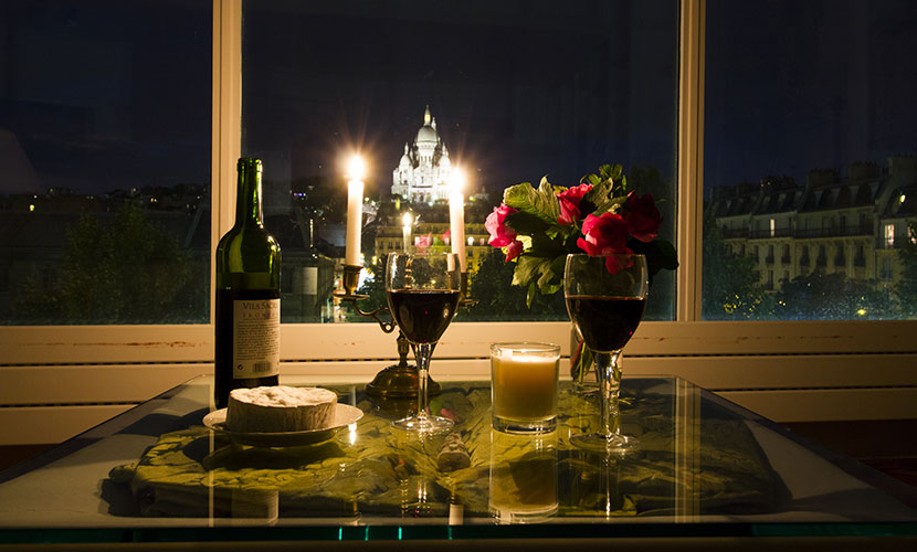 Enjoy a romantic evening at home at the montmartre for Romantic evening in paris