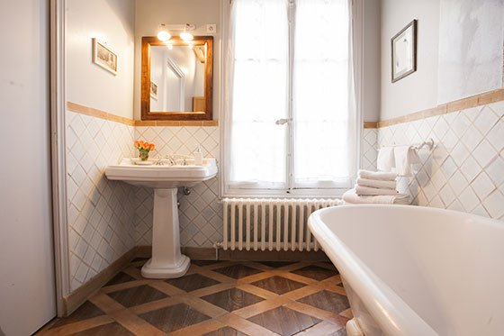 Bathroom in Paris Rental