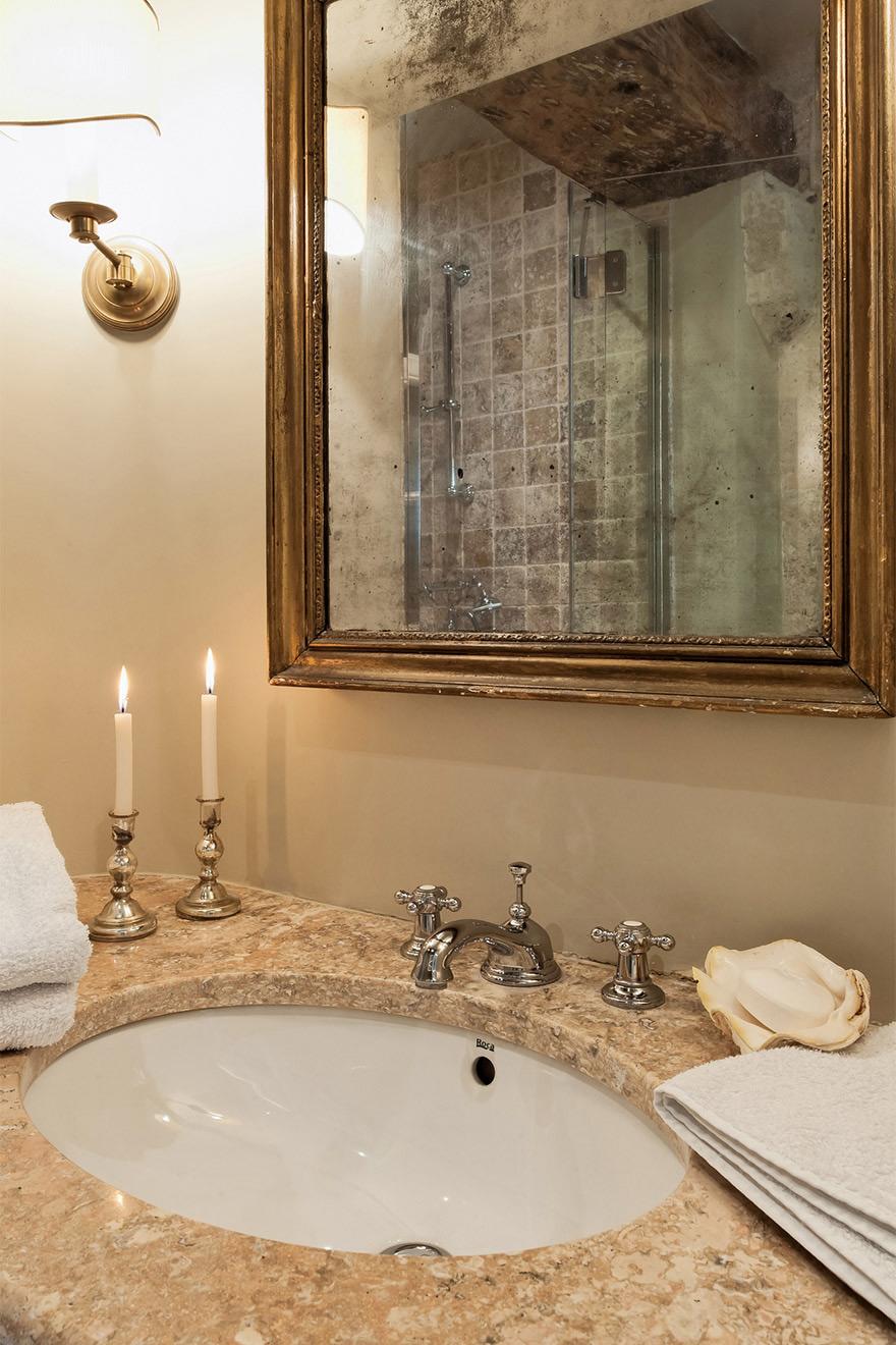 Luberon bathroom