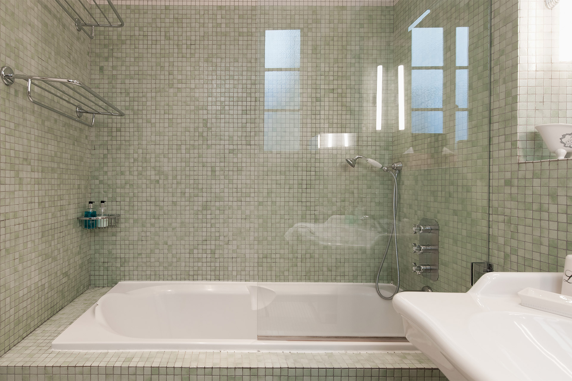 Take a relaxing bath in the Mâcon vacation rental offered by Paris Perfect