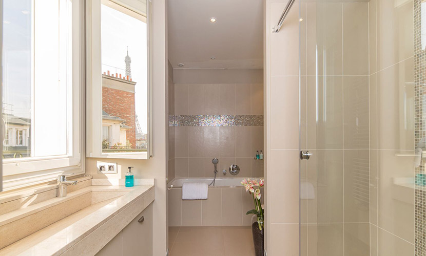 Paris Apartment En Suite Bathroom