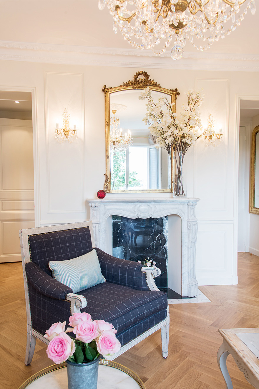 Seating area by the fireplace in the Merlot vacation rental offered by Paris Perfect