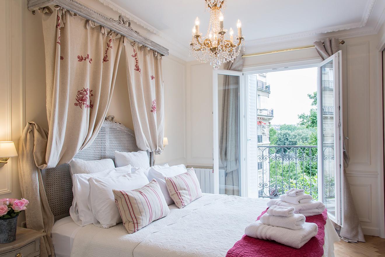 Master Bedroom - Merlot Paris Apartment