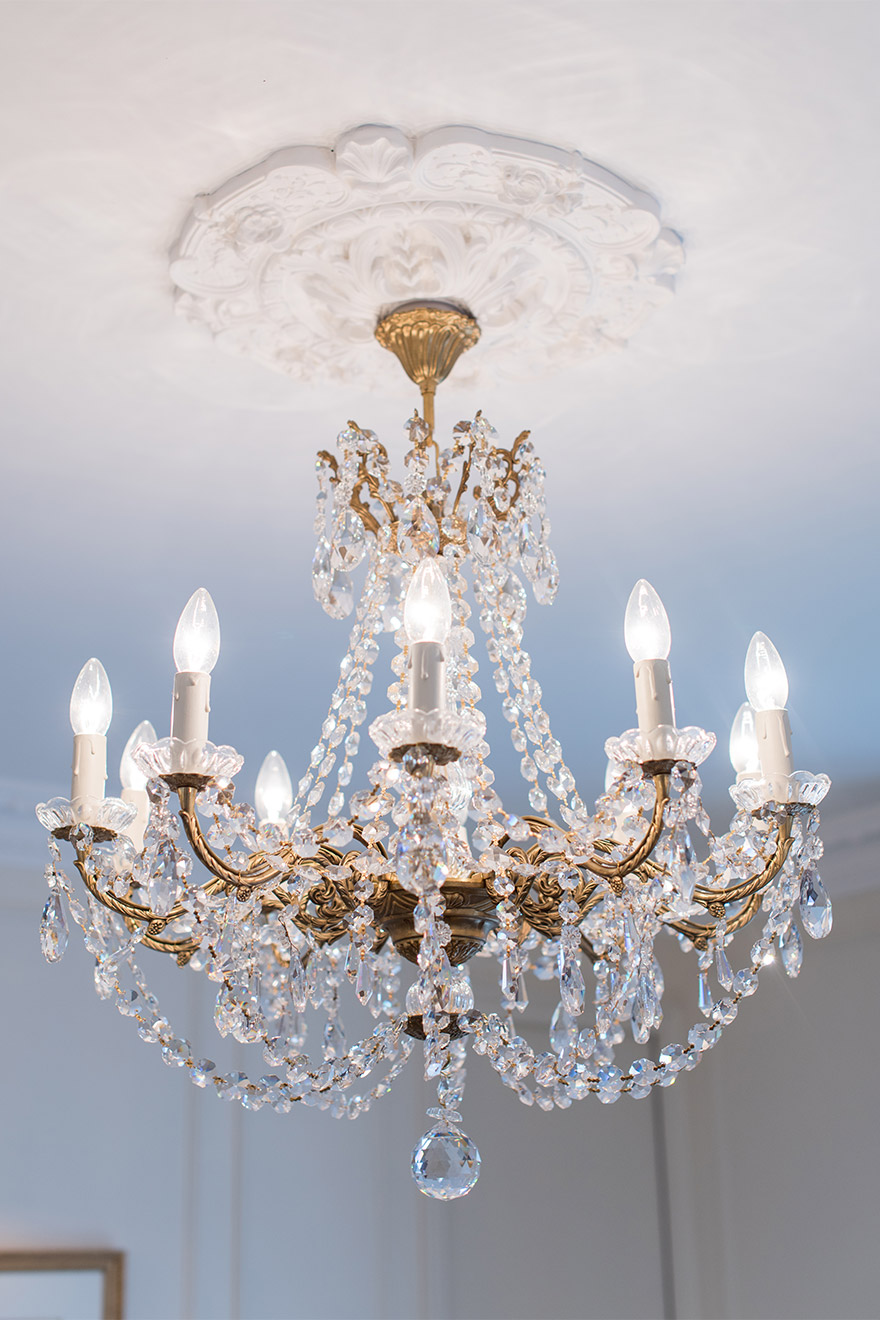 Crystal chandelier in the Merlot vacation rental offered by Paris Perfect